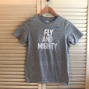 """Nike """"Fly and Mighty"""" Boys Gray Tee T-shirt Large"""